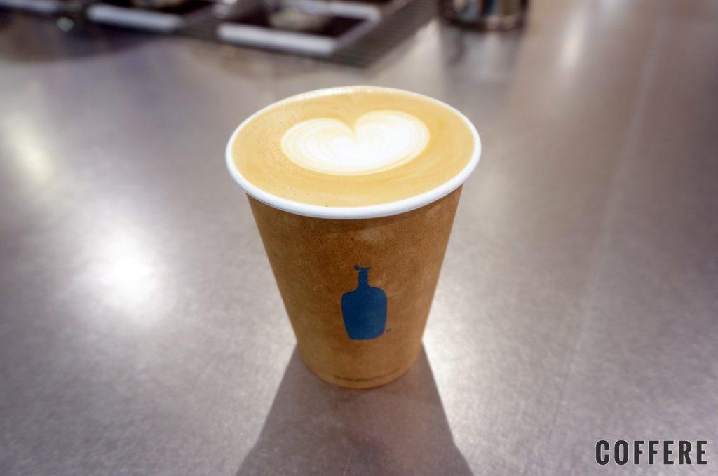BLUE BOTTLE COFFEE 品川カフェ_カフェラテ