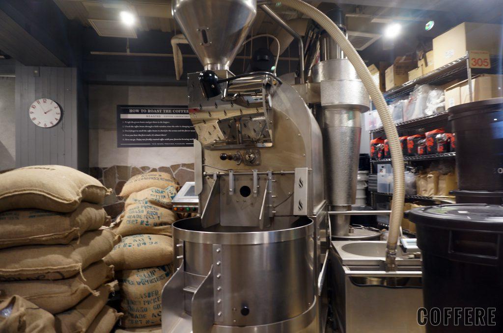 Roasted COFFEE LABORATORY 渋谷神南店には大型の焙煎機も