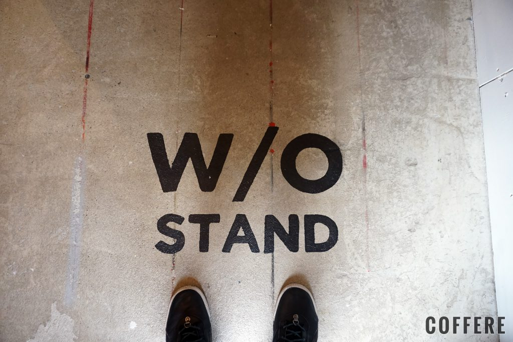 WOSTAND harajuku 床のロゴ