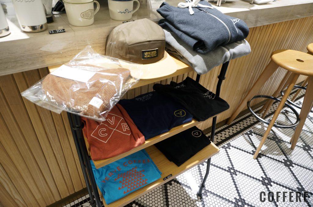 VERVE COFFEE ROASTERSにはTシャツやパーカー、帽子も販売