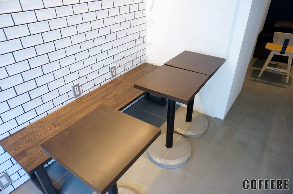 it COFFEEのカウンター前の席