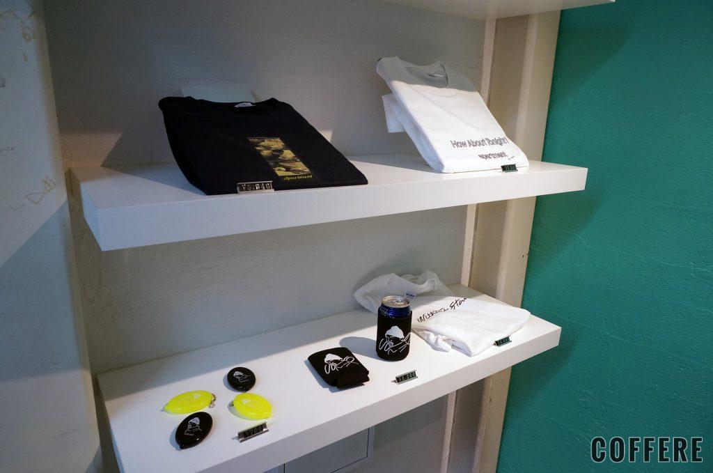 W/O STAND SHIMOKITAの物販棚