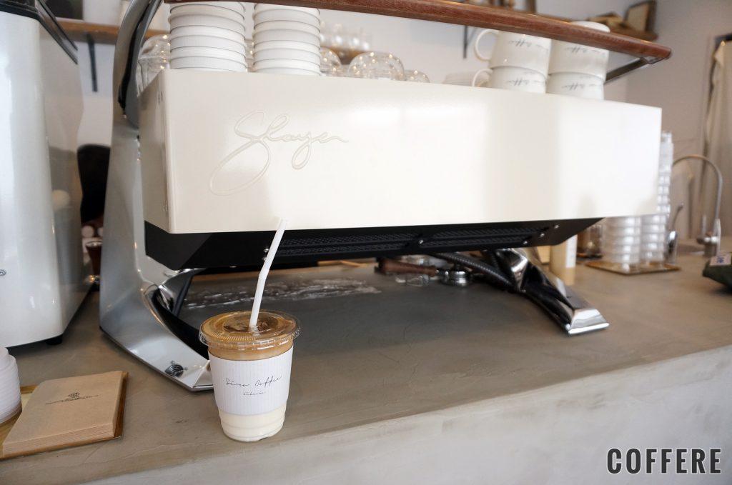Siro Coffeeのバニララテとエスプレッソマシン