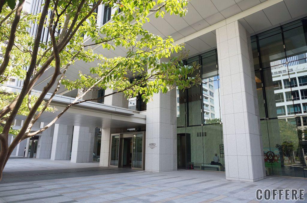 珈琲果実の入っているJA共済ビルの入り口