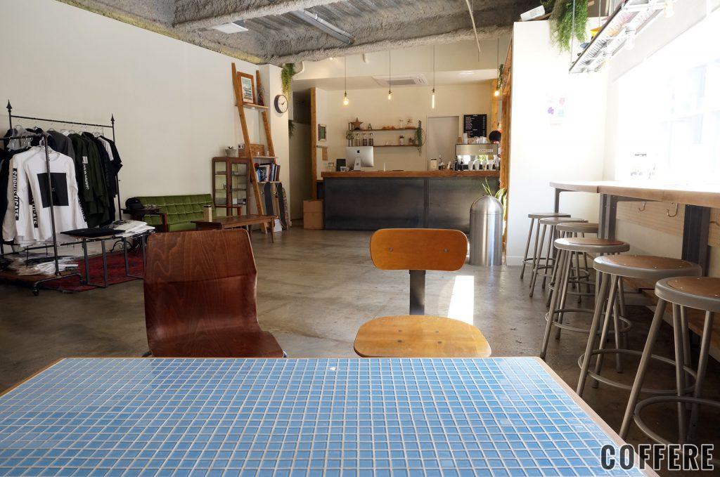 almond hostel & cafeの内装