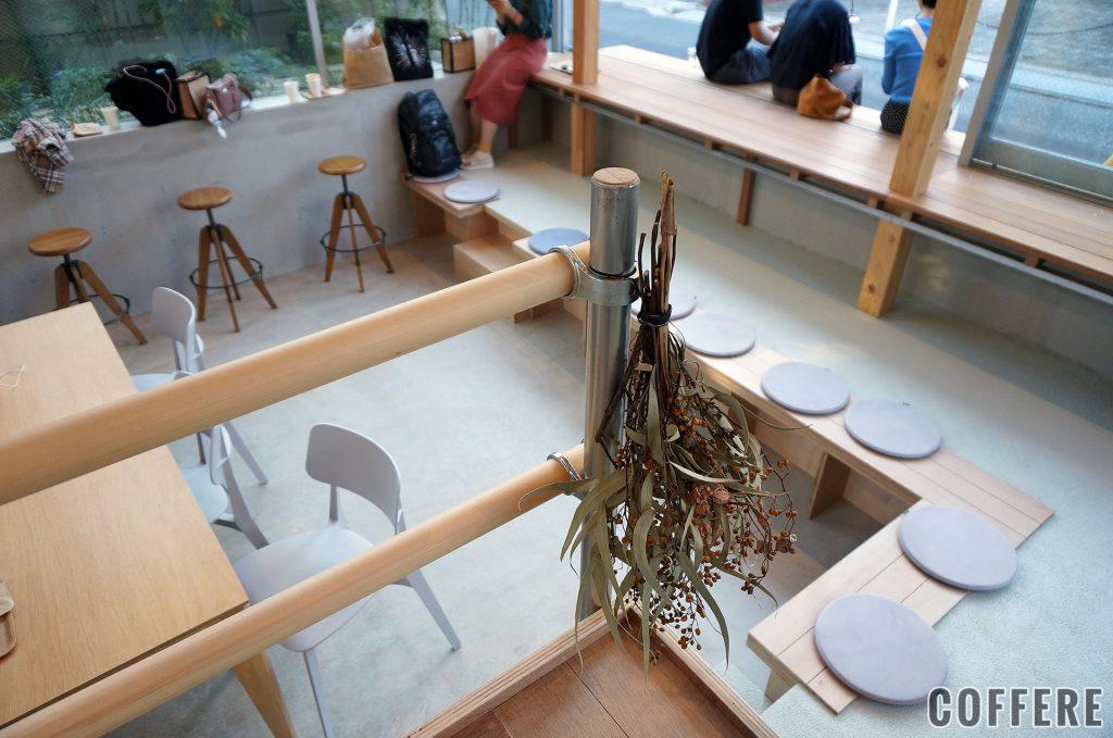 Coffee Wright 表参道の内装は土間っぽい雰囲気