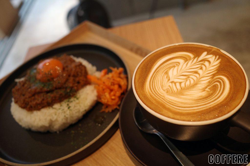LIT COFFEE&TEA STANDスペリオールラテとキーマカレー