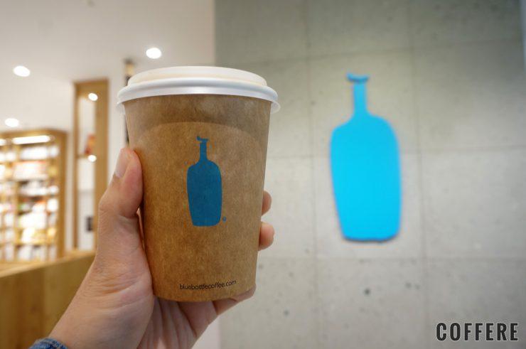BLUE BOTTLE COFFEE 品川カフェ_ロゴとカップ