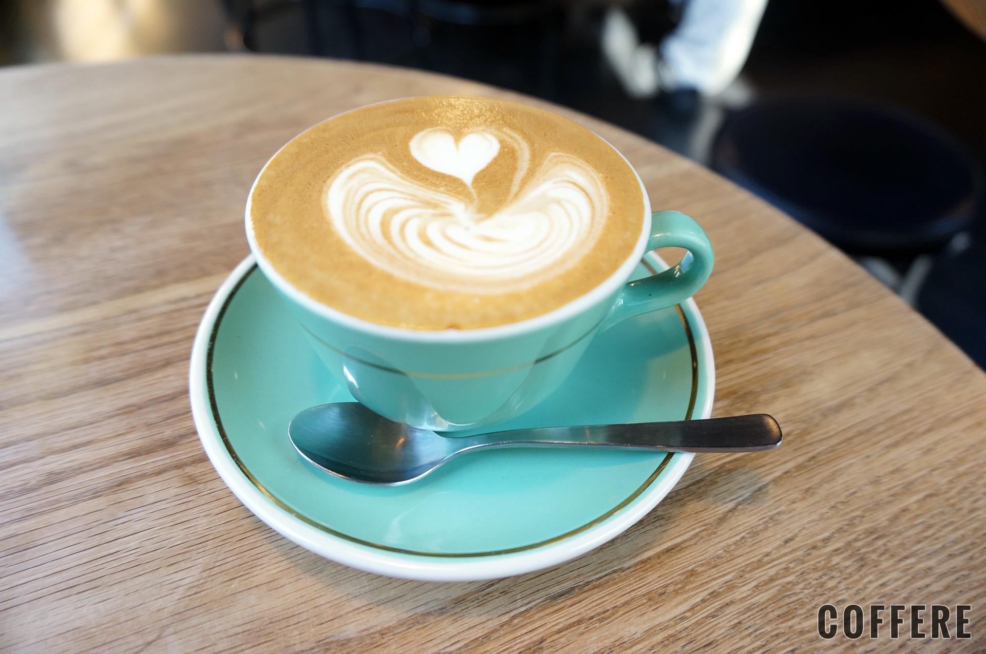 MOJO COFFEE 神楽坂のフラットホワイト