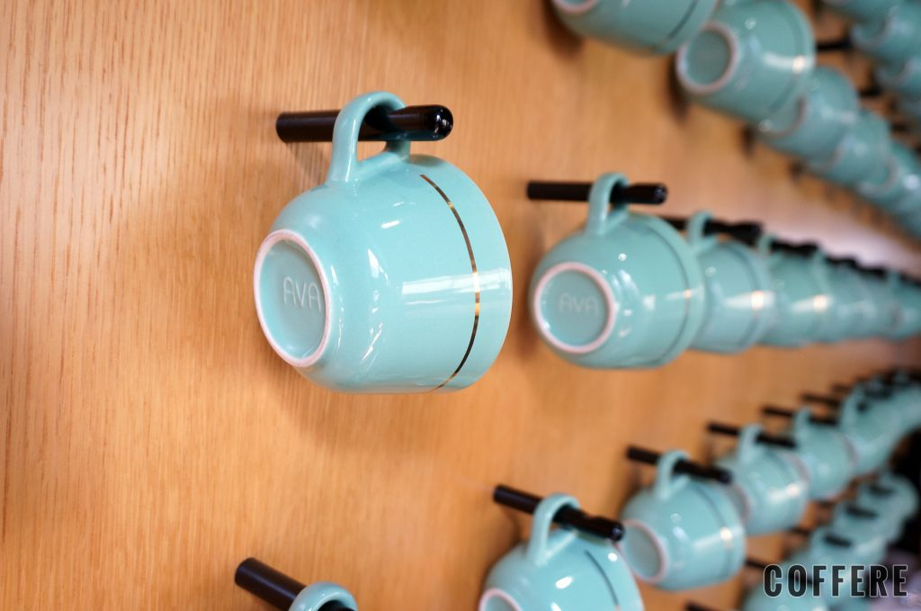 MOJO COFFEE 神楽坂 壁にかけられたコーヒーカップに寄ってみた