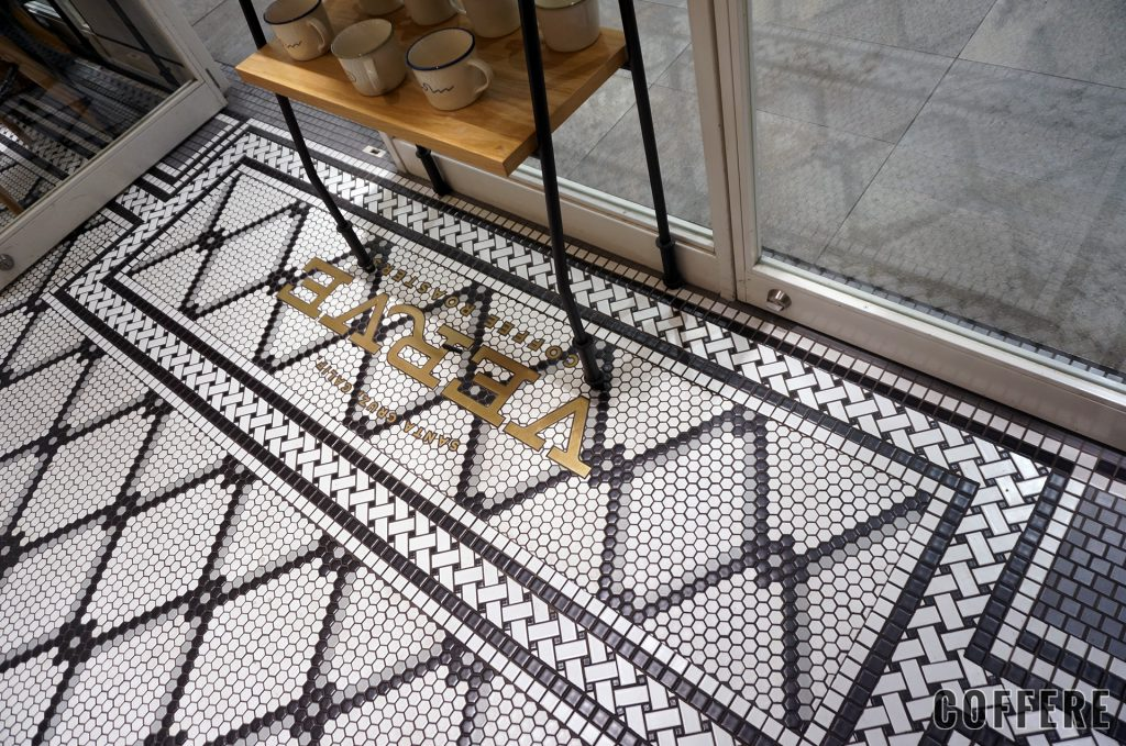 VERVE COFFEE ROASTERSの床タイル