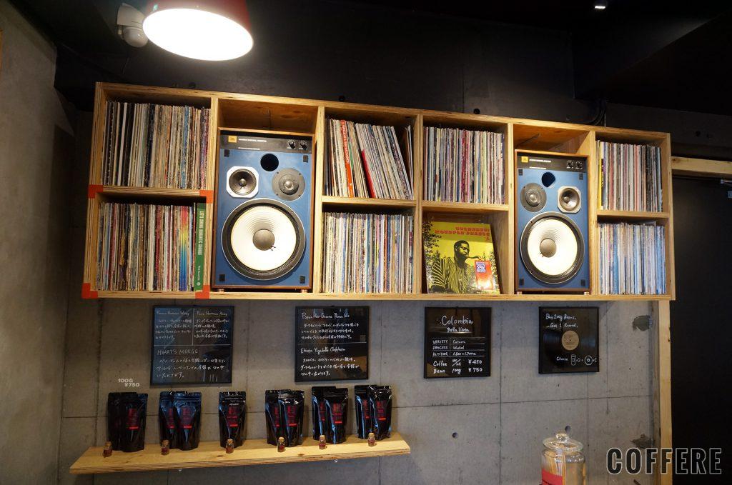 HEART'S LIGHT COFFEEのJBLスピーカーとレコードたち