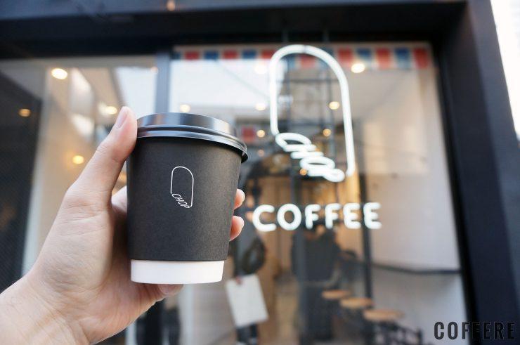 CHOP COFFEE CAT STREETのテイクアウトカップとロゴ