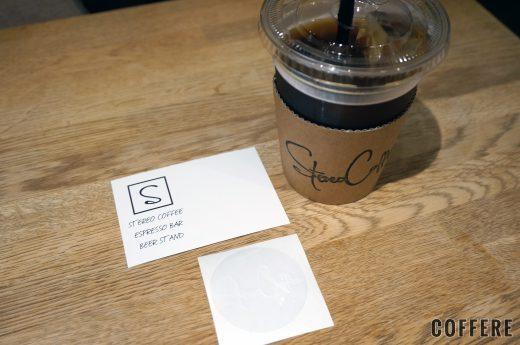 STEREO COFFEEのコーヒーおよびショップカードとステッカー