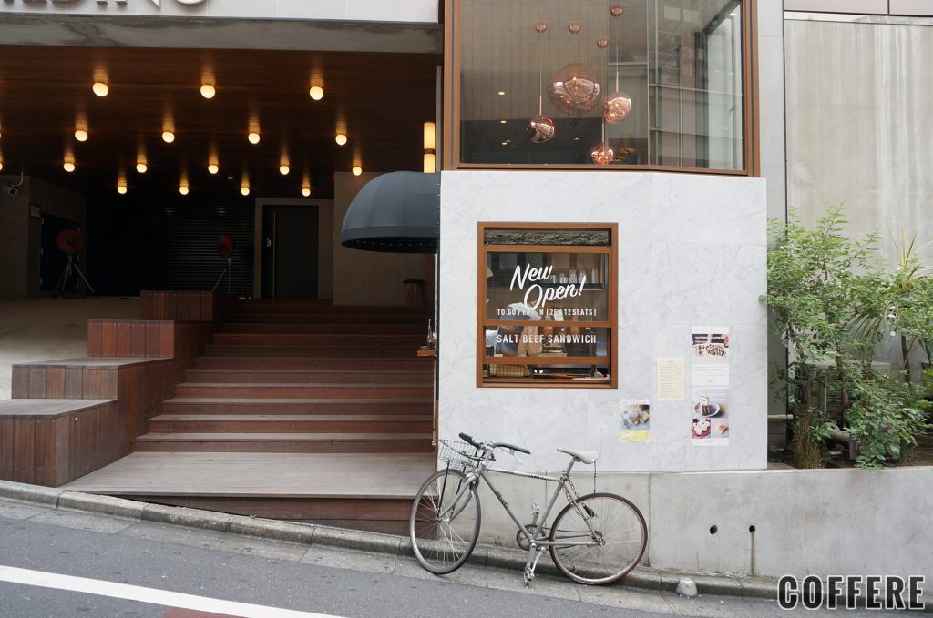 hello!from GOOD MEALS SHOPの外観を道路側から