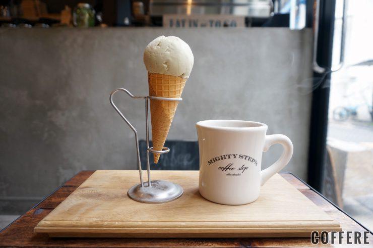 ピスタチオアイスクリームとコーヒー