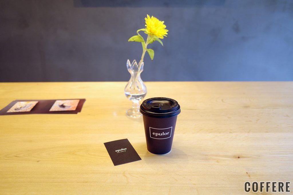 ホットコーヒーのテイクアウトカップ