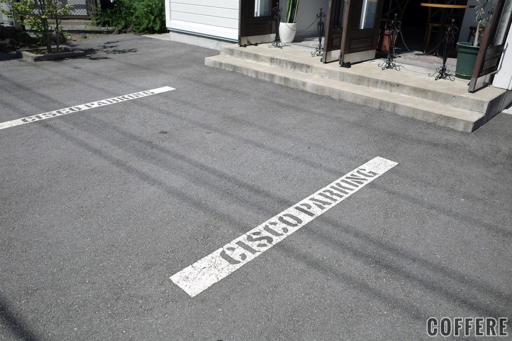 CISCOのお店の前の駐車場